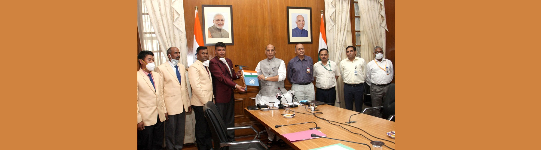 Raksha Mantri Shri Rajnath Singh during the flag-in ceremony of a team of National Institute of Mountaineering & Allied Sports, Dirang, which scaled Mount Kun (7,077 metres), in New Delhi on September 20, 2021