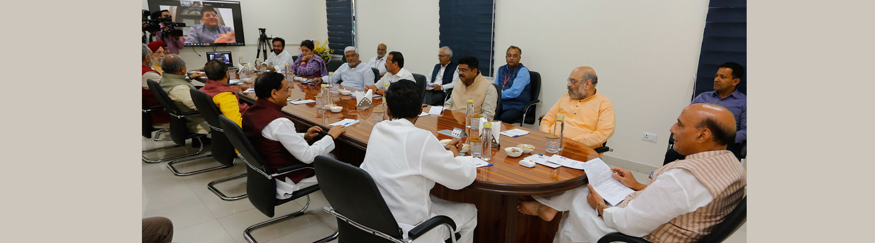 Raksha Mantri Shri Rajnath Singh chairing meeting of Group of Ministers to review measures undertaken to fight COVID-19, in New Delhi on Sunday, March 29, 2020.