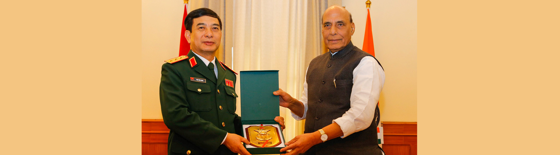 Raksha Mantri Shri Rajnath Singh and Chief of General Staff, Vietnam People Army & Deputy Minister of National Defence Sr Lt Gen Phan Van Giang exchanging a memento after talks on defence cooperation between the two countries in New Delhi on Monday, Novem