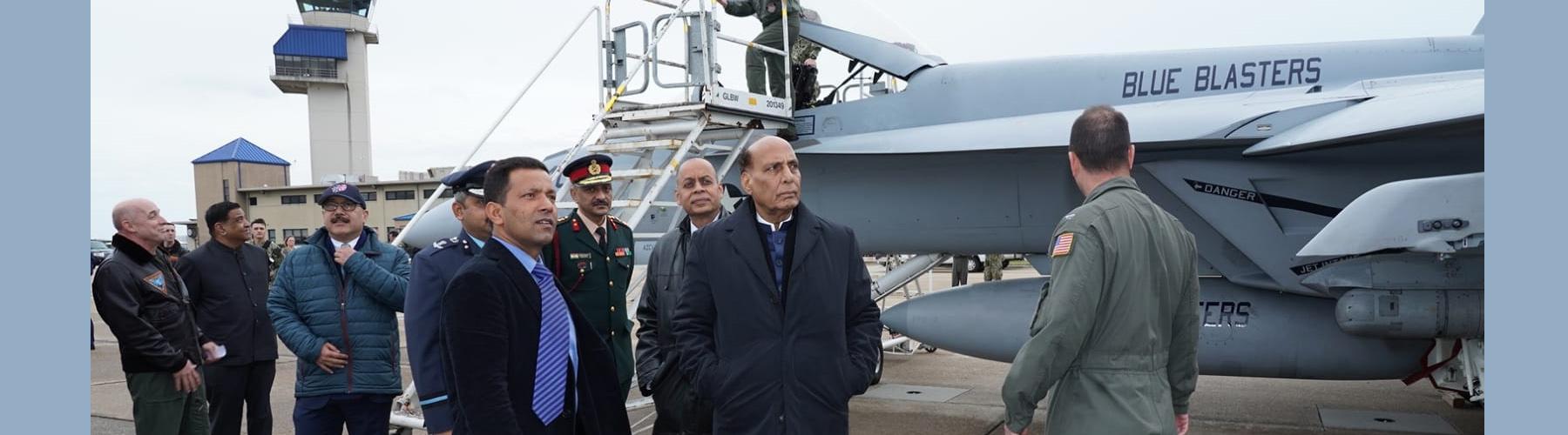 रक्षा मंत्री श्री राजनाथ सिंह मंगलवार 17 दिसम्बर 2019 को संयुक्त राज्य अमेरिका के वर्जिनिया में नेवल एयर स्टेशन (NAS) ओशियाना का दौरा करते हुए