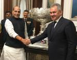 रक्षा मंत्री श्री राजनाथ सिंह बुधवार 06 नवंबर 2019 को मॉस्को में भारत-रूस अंतर-सरकारी आयोग - सैन्य एवं सैन्य तकनीकी सहयोग (IRIGC-M&MTC) की बैठक से वहाँ के रक्षा मंत्री जनरल सर्गेई शोइगू से भेंट करते हुए