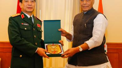 Raksha Mantri Shri Rajnath Singh and Chief of General Staff, Vietnam People Army & Deputy Minister of National Defence Sr Lt Gen Phan Van Giang exchanging a memento after talks on defence cooperation between the two countries in New Delhi on 25 Nov 2019